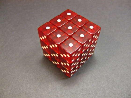 cubo rubik hecho con dados e imanes