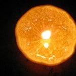 Lámpara hecha con una mandarina