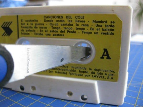 como rebobinar cassettes o cintas de música con un boli bic