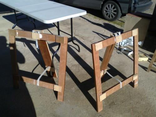 Como hacer unos caballetes de madera en pocos minutos ikkaro - Mesa con caballetes ...