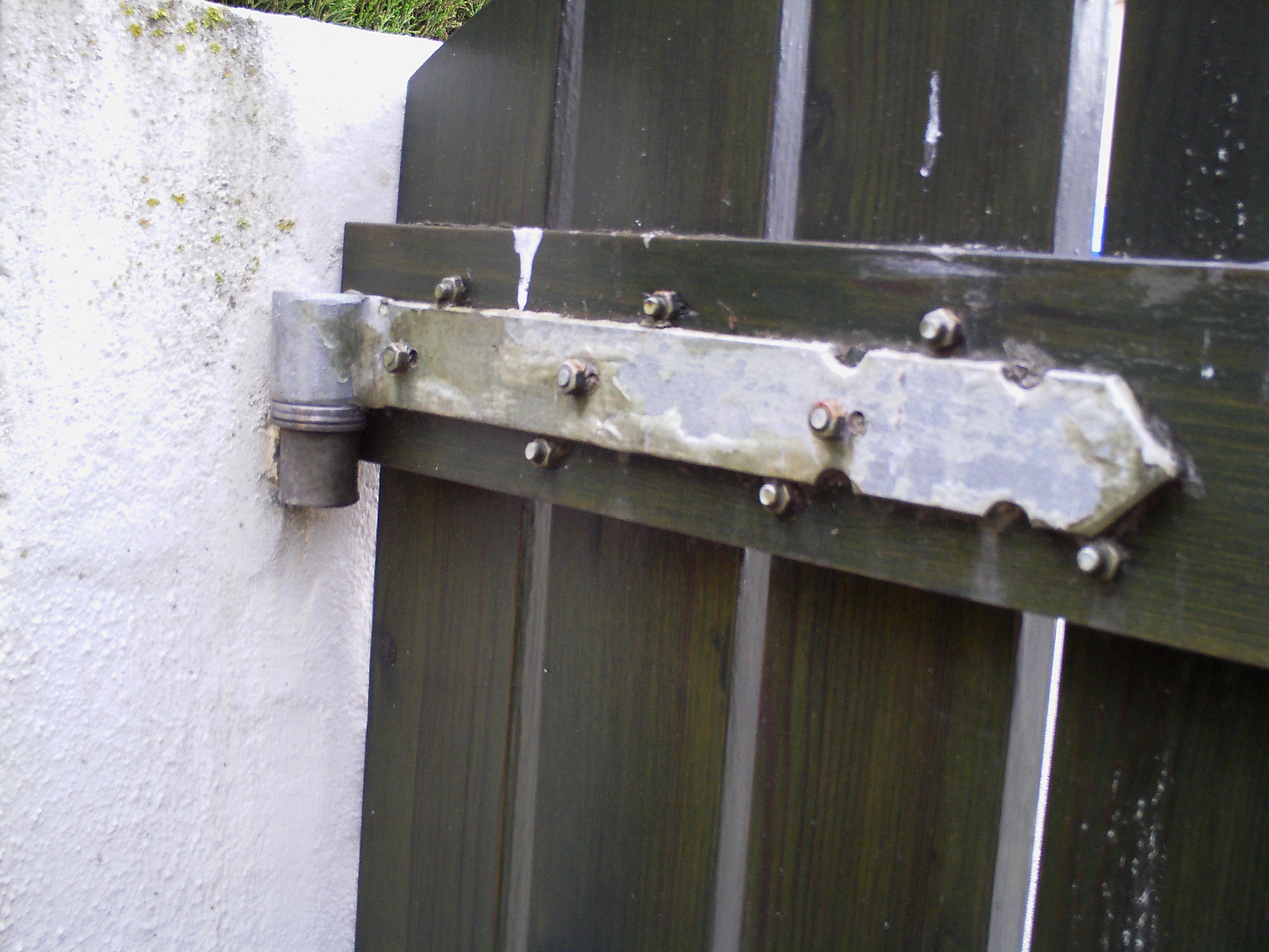 Como hacer unas puertas de jard n de madera ikkaro for Como fabricar un bar de madera