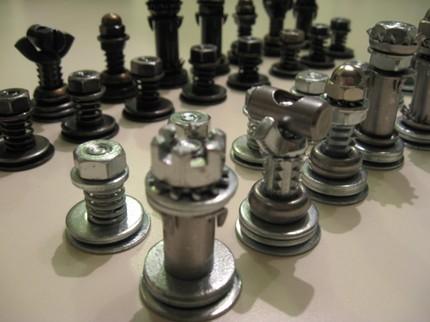 construir ajedrez con piezas recicladas ikkaro. Black Bedroom Furniture Sets. Home Design Ideas