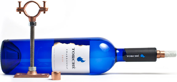 reciclar una botella en una antorcha
