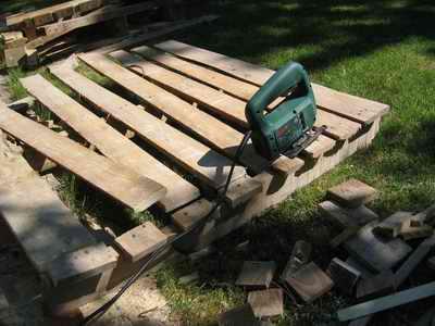 Como hacer un compostador casero con palets ikkaro - Como hacer jardineras con palets ...