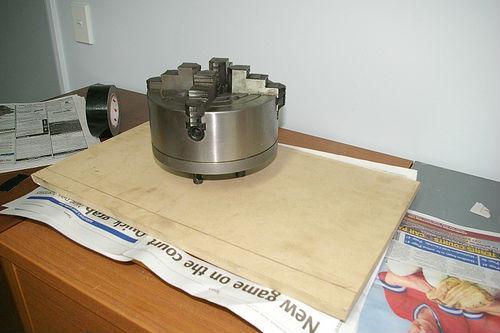 añadimos peso al molde para distribuir mejor la espuma foam
