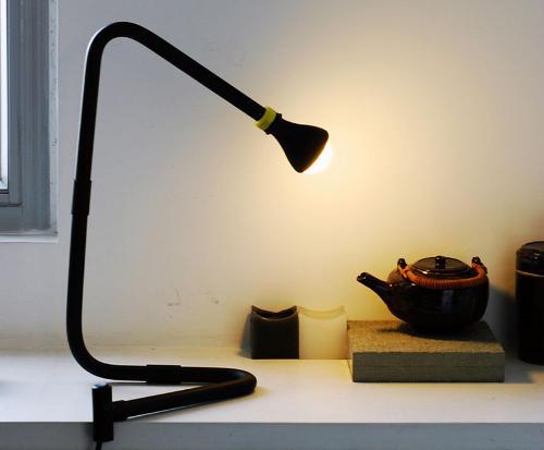 lampara negra botella plastico