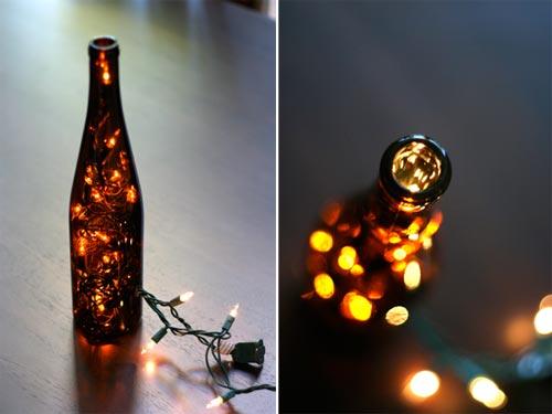 botella con adorno de luces de navidad