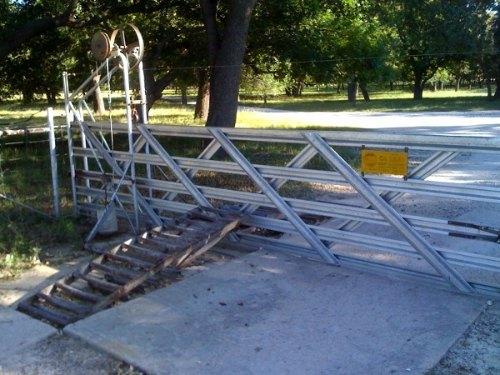 puerta mecanica que se abre con el peso del coche
