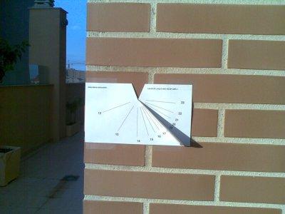 como hacer reloj solar casero vertical