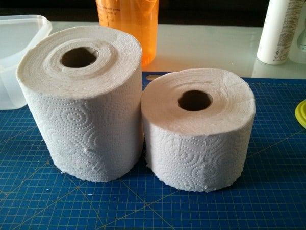 Cortamos las servilletas de papel de cocina par hacer toallitas