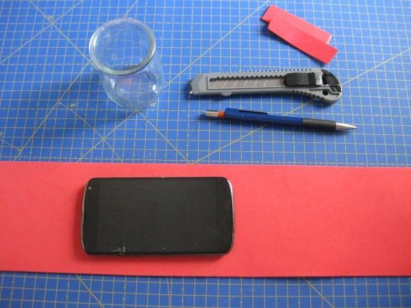 Materiales para hacer una funda con goma EVA para cargar el Smartphone