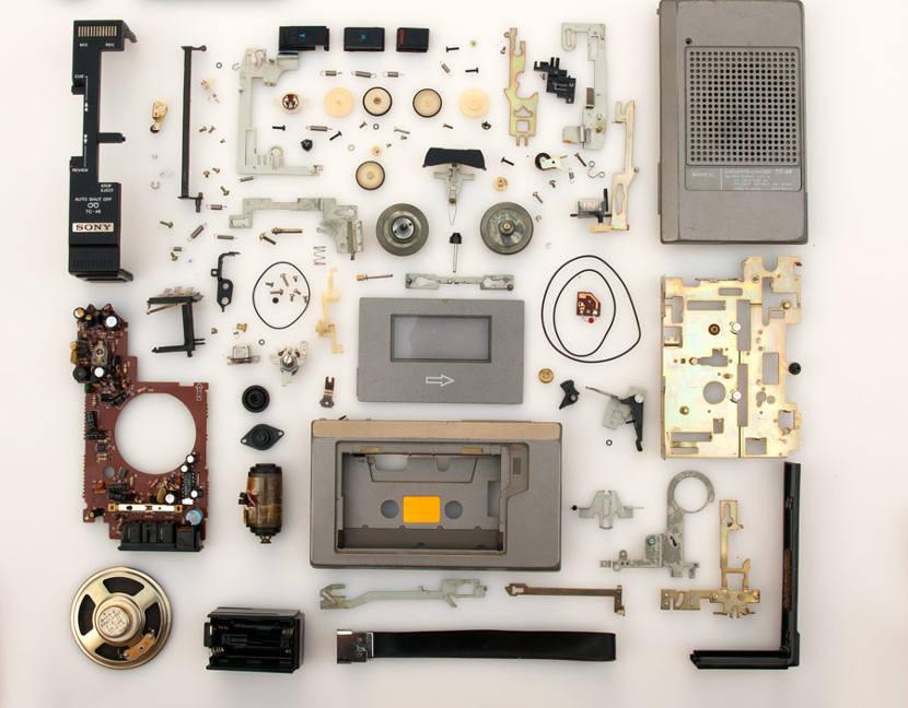 Despiede de un casette con la técnica o método organizativo Knolling