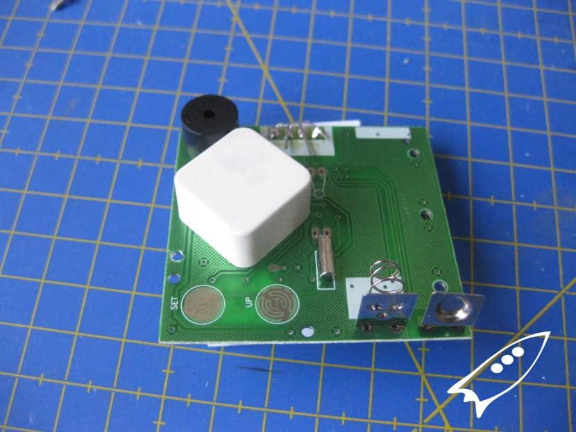 Partes placa circuito reloj despertador