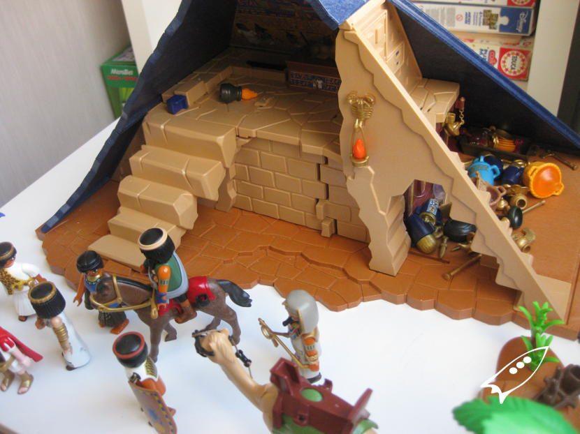 Interior de la piramide de egipto de Playmobil con todos sus accesorios