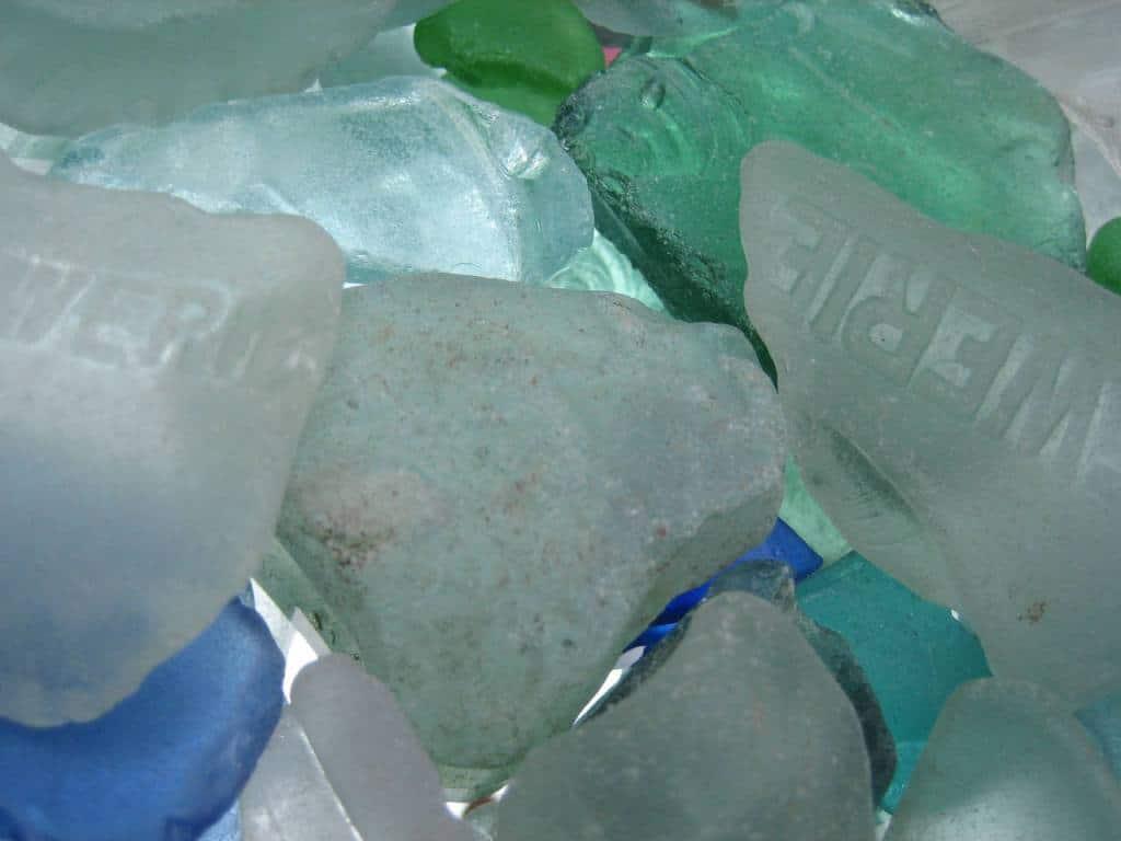 diferentes colores de los vidrios marinos