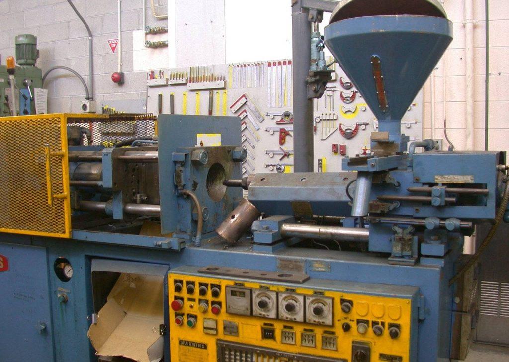 maquina para el moldeado por inyección de plásticos