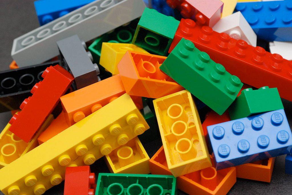 piezas lego moldeadas por inyección
