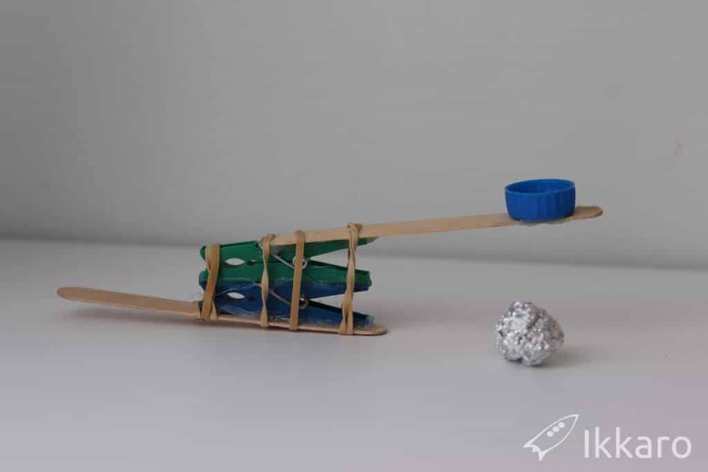 como hacer una catapulta casera