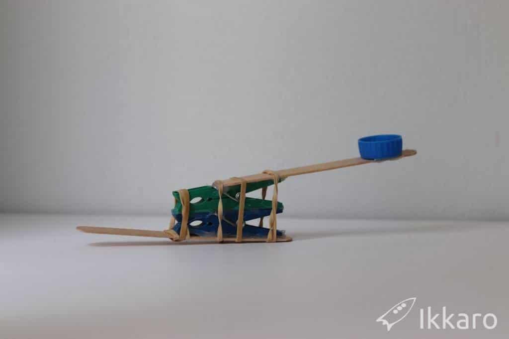 catapulta de juguete para niños